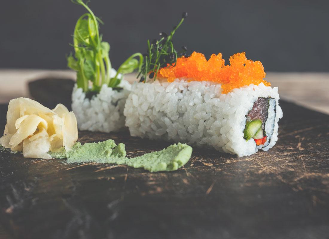 Vegan kelp caviar with sushi